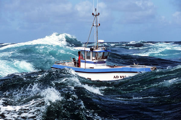 bateau dans le raz de Sein